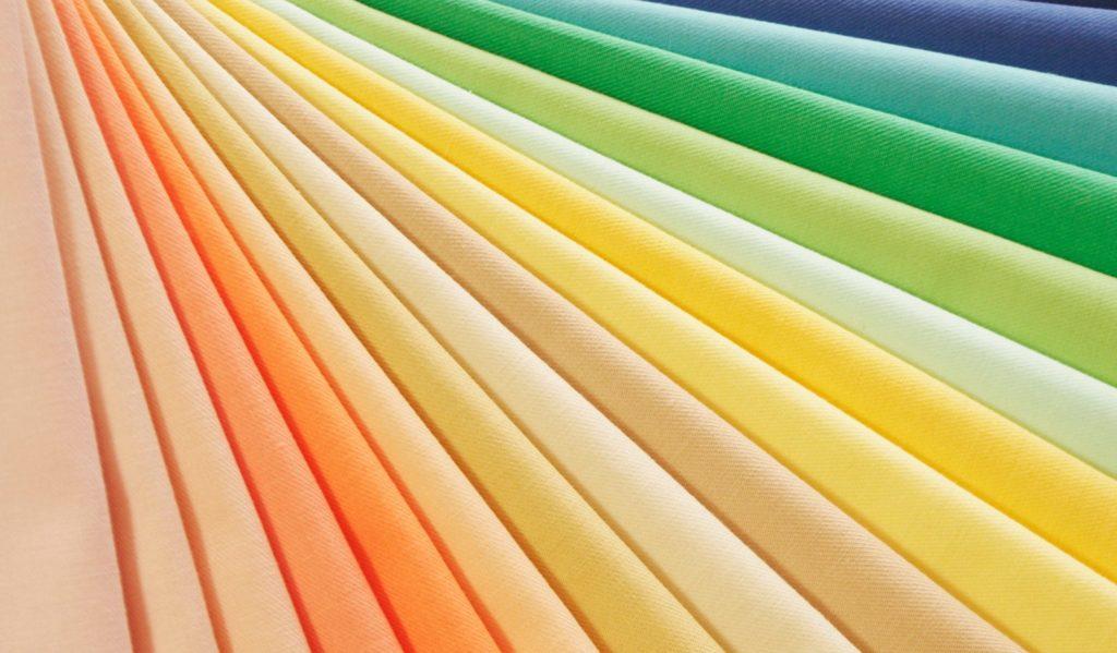 明るいやわらかい色のグループアーリーススプリング