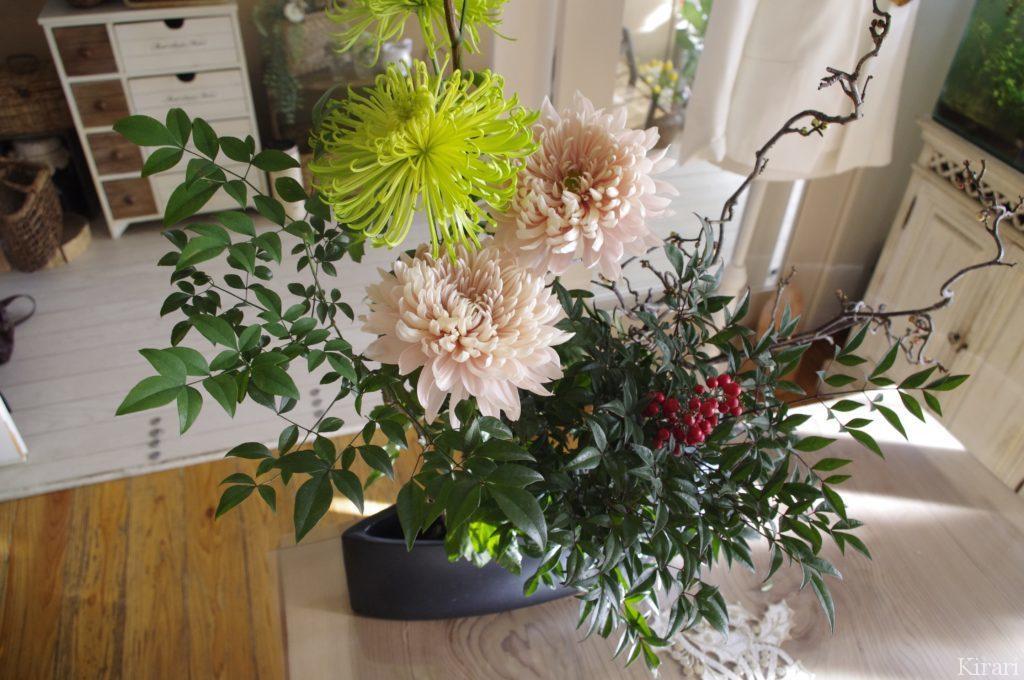 サロンに飾るお正月の生け花