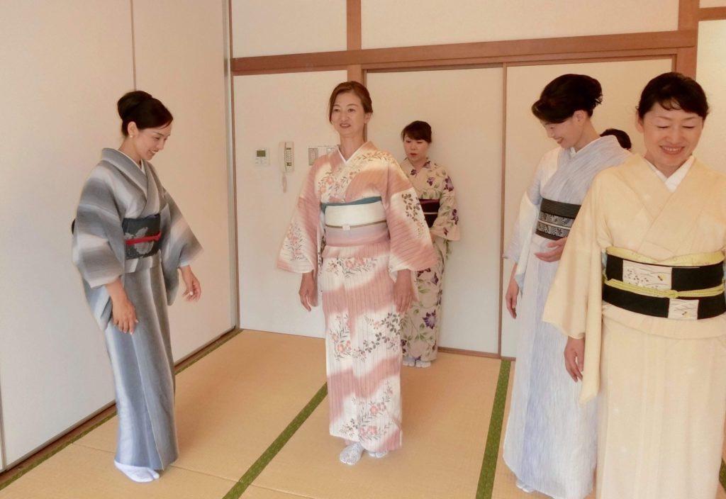 着物 所作 ウォーキング 美しい姿勢 東京