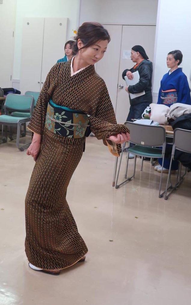 着物 ポーズ 美しい姿勢 東京