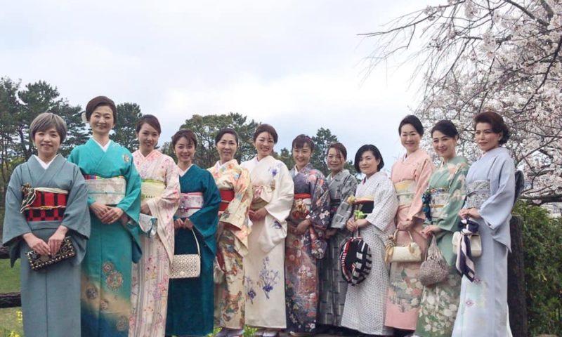 スカーフ講師の皆さんと桜と能楽を堪能